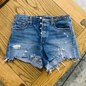 levi's distressed denim shorts high rise size 30